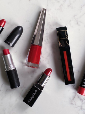HOW TO WEAR RED LIPSTICK ON YOUR WEDDING DAY