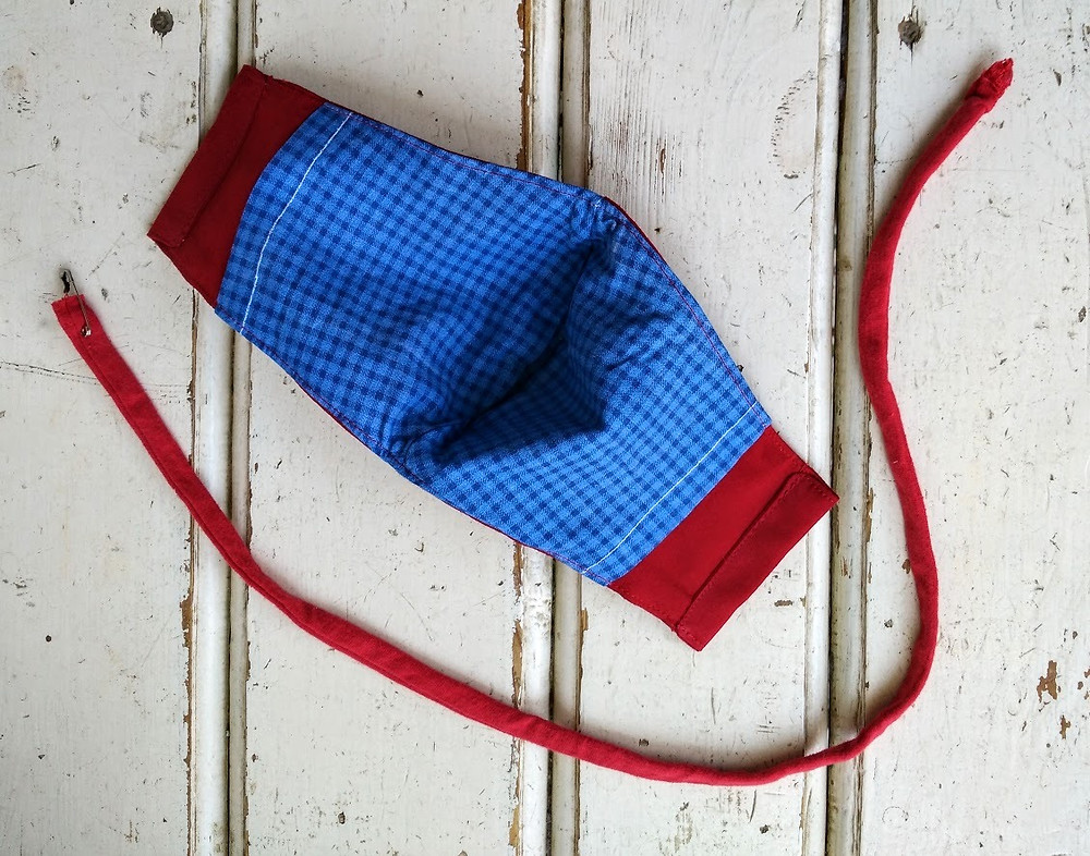 Mask with pocket for filter