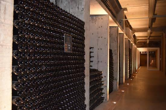 A adega da Almaúnica logo se tornou um local conhecido dos apreciadores de bons vinhos