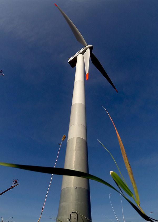 Ветрогенератор на полуострове Сырве
