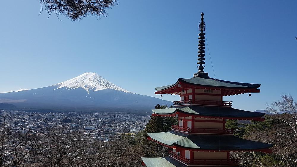 Foto da Pagoda Chureito com o Monte Fuji ao fundo - Japão
