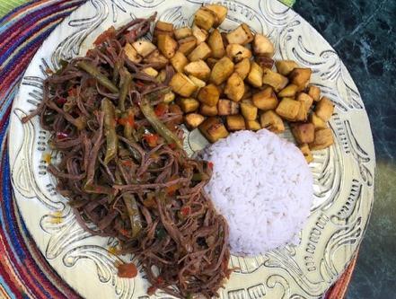 Prepara una deliciosa 'Carne desmechada con habichuelas'