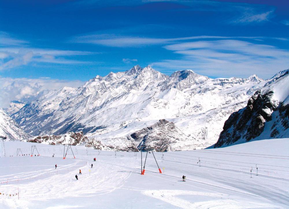 Zermatt en verano. Las zonas glaciares alpinas por encima de 3.500 metros viven en un invierno permanente.