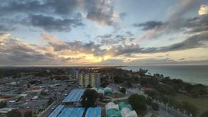 Bar panoramique au 12e étage du Sunbeach - Une vue imprenable