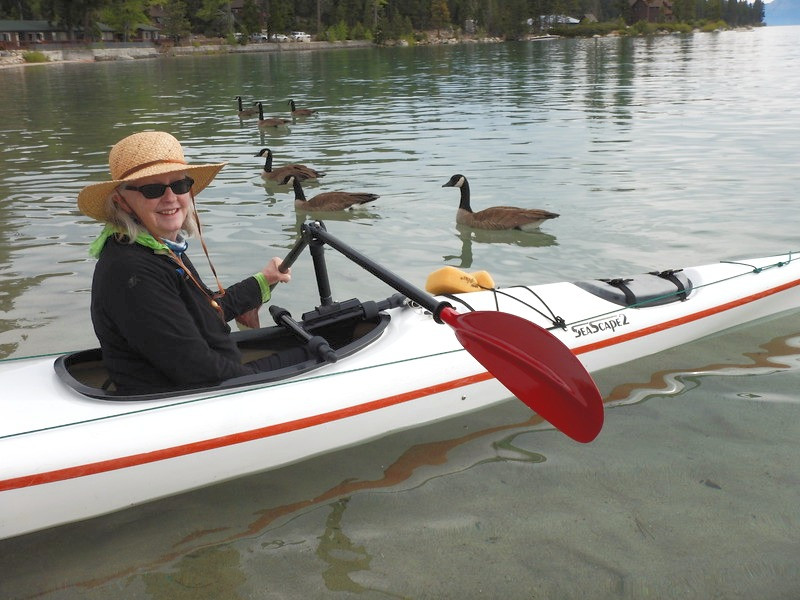 Mounted paddle holder for kayak