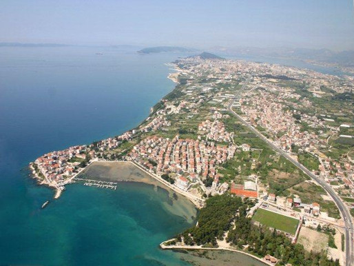 How to travel from Split to Stobrec?