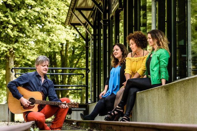 """D-LICIOUS VOCALS BRENGT 2e CD """"UNCOVERED"""" UIT"""
