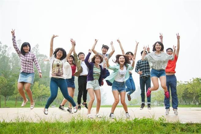 南華除了鼓勵學生海外學習之外,也舉辦多項海外實習計畫,讓學子走出台灣與國際接軌,體驗有別於台灣的教育方式及職場文化,藉以增廣見聞、開拓國際視野、增加國際競爭力,於世界上嶄露頭角,成為菁英!