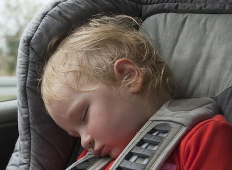 Hároméves kislány halt meg egy forró autóban