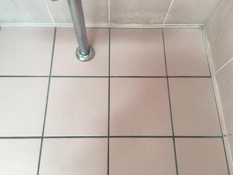 タイル床の水あか汚れ除去