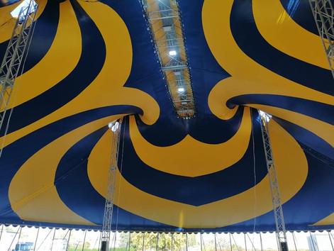 Włoski cyrk ma nowy, bajkowy namiot