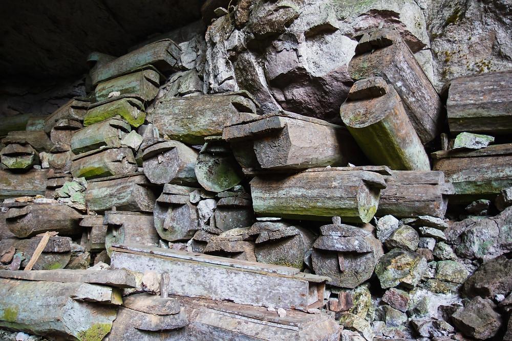 Philippines luzon sagada cercueils suspendus grotte tradition funéraire