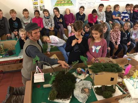 Herr Schröferl, unser Naturgartenbauer, kommt am 28.11.19 zu uns an die Schule