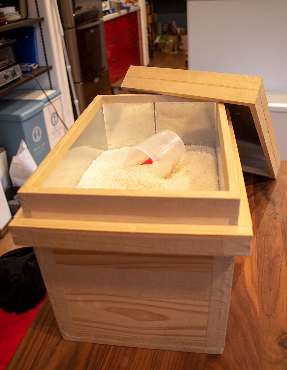 我が家の米びつは5kgサイズの茶箱