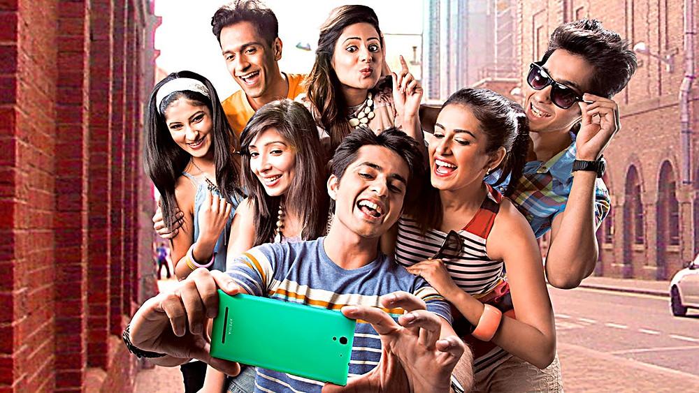 Grupo de personas haciendo un selfie.