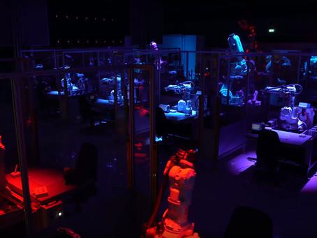 Dansande robotar på invigningen av ABB Robotics Experience Center