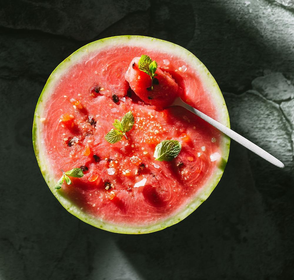 arbūzas su mėtiniais ledinukais, Alfo Ivanausko receptai, ką daryti su arbūzu, patiekalai su arbūzu, gaivus desertas