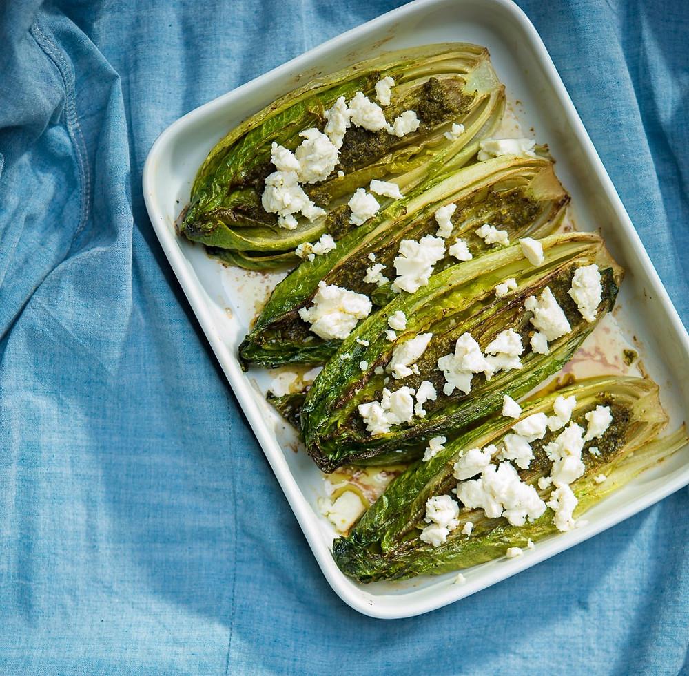 orkaitėje keptos salotos su feta, romaninės salotos, fetos sūris, lengva vakarienė, Alfo receptai