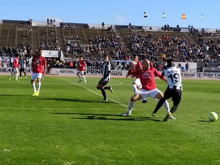 El Villarrobledo encaja una cruel derrota en el minuto 87 en la Línea de la Concepción