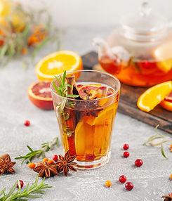 Gal arbatėlės? 5 įkvepiantys arbatos mišinių su prieskoniais, uogomis ir vaisiais receptai