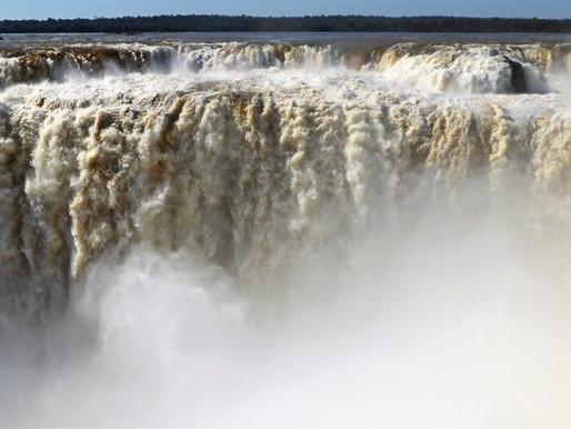 Cataratas de Iguazú: transportes para visitar el lado brasileño y el argentino.