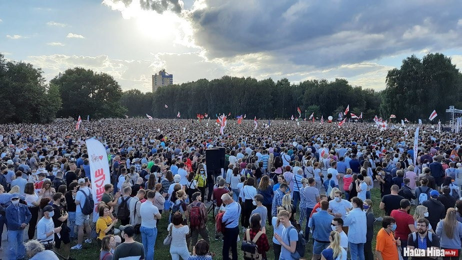 Thousands gathered to show support for Sviatlana Tsikhanouski's electoral campaign on the 1st of August.
