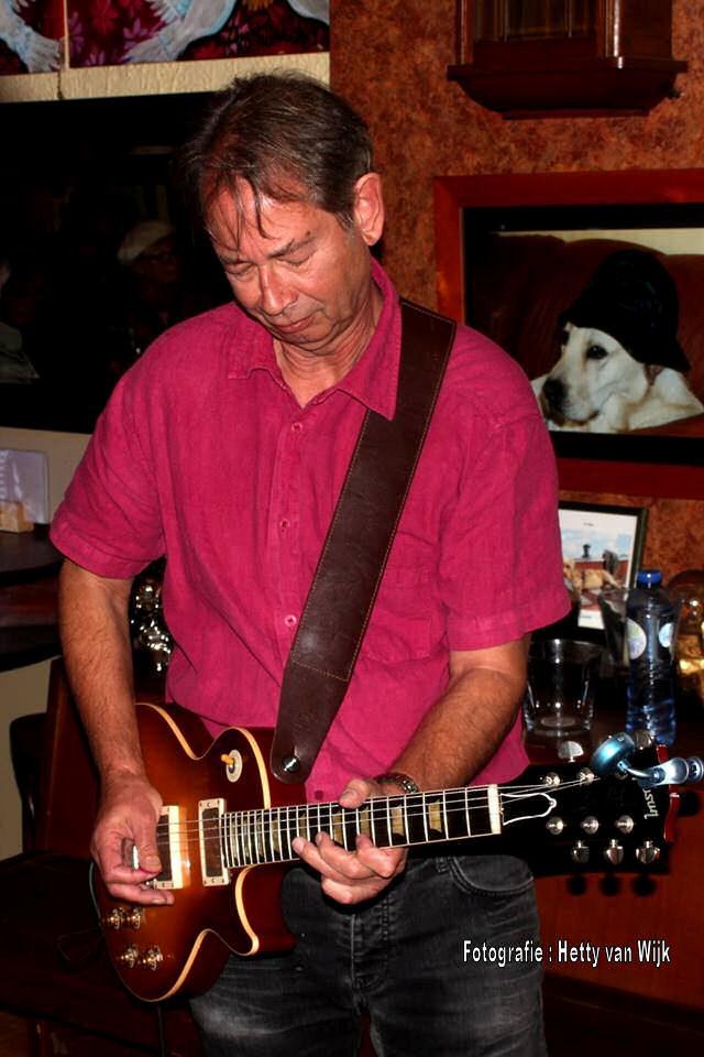 St. Louis Slim, een veel spelende Chicago Blues Band