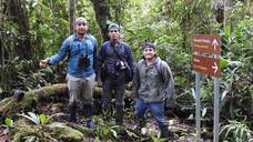 Grupo de ornitología de la Universidad Estatal Amazónica en el Paraíso