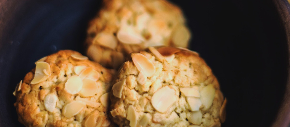 Biscotti con fiocchi di avena e mandorle