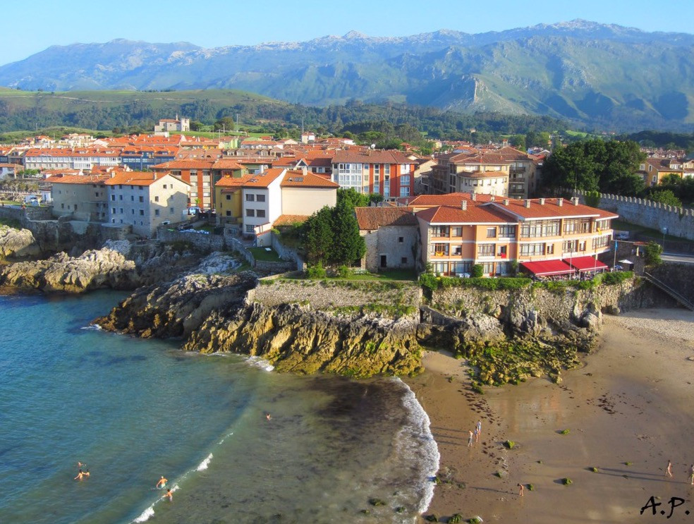 LLanes Spain, Image @ Spanish Coches flickr