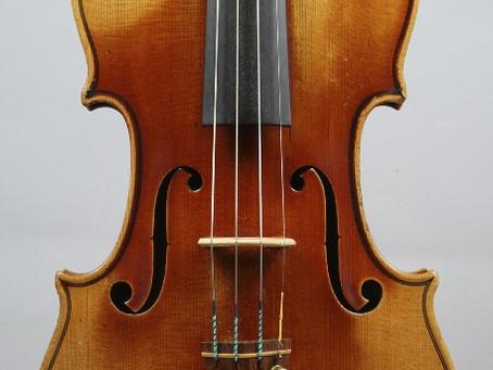 Deux violons de la famille Gand et un archet de violon de Nicolas Maire.