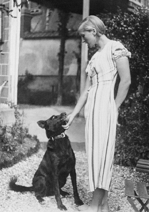 Marie-Therese Walter with a dog, 1928
