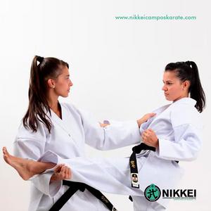 mulheres praticando karate goju ryu seigokan - academia formula campos