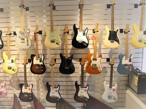 Stora mängder nya fina (och gamla) Fenders hos Börsen