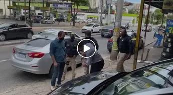 Ex Vereador Jaiminho do PT apoidado pelo PSOL sendo preso pela PRF.