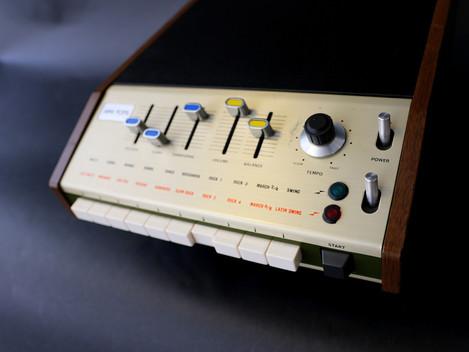 Keio (KORG) MiniPops analog trummaskin. Modellen används på plattan Oxygen med J.M Jarre 6999:-