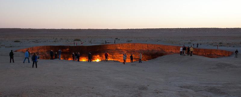 cratère de Darvaza  touristes