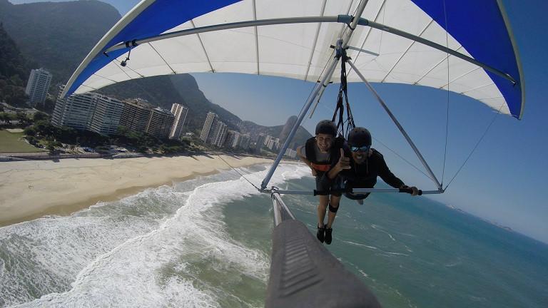 landig hang gliding in Rio de Janeiro
