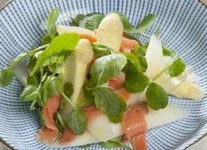 Aspargessalat med ærtespirer