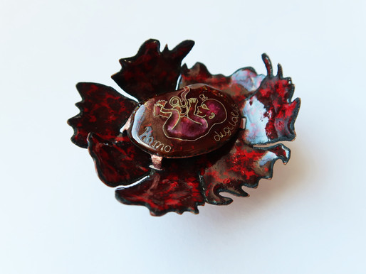 """Fleurs du mal"": Genetic memory and social changes in jewellery"