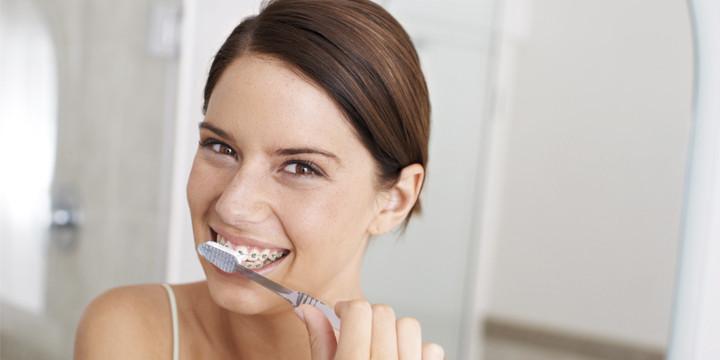Como cepillar dientes con brackets dentistas en Monterrey dentalmedics