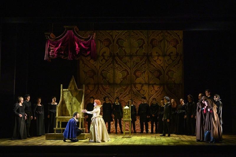 English Touring Opera's Elizabeth I