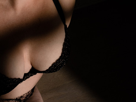 You're ready for a boudoir session! Here are the 6 glaring reasons I bet I'm right.