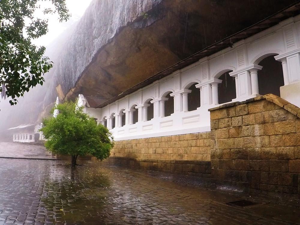 Extérieur grottes de Dambulla au Sri Lanka