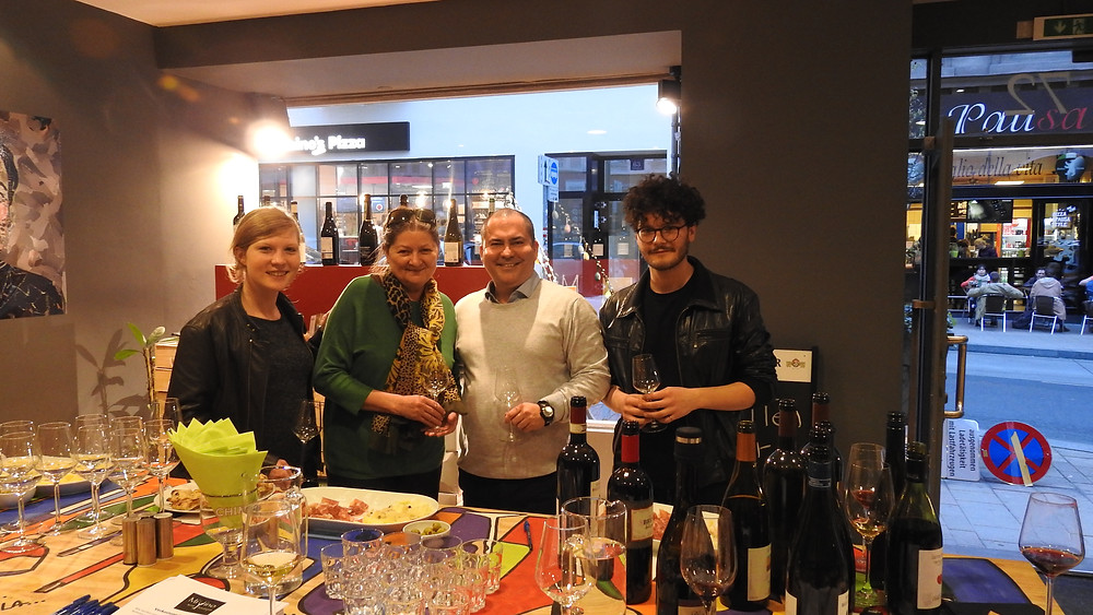 Wine Tasting MiVino Gruppenbild