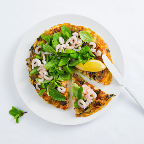 Sultingas omletas pica su šviežia lašiša