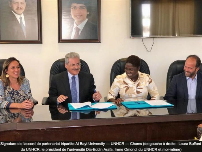 Signature de l'accord de partenariat tripartite Al Bayt University — UNHCR — Chams (de gauche à droite : Laura Buffoni du UNHCR, le président de l'université Dia-Eddin Arafa, Irene Omondi du UNHCR et moi-même)