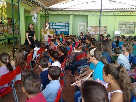 Autora Presente na Feira do Livro da  Escola Municipal São José, em São Sebastião do Caí/RS