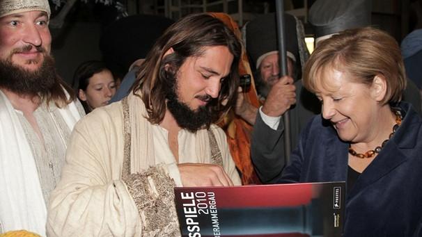 Merkel trifft auf Jesus Oberammergau