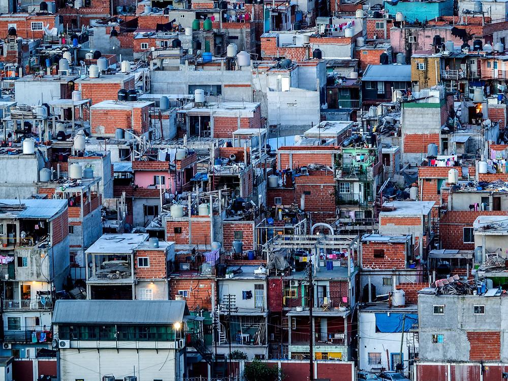 fotografia de fragmento de favela em buenos aires na argentina